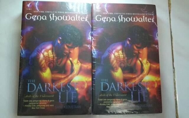harga Violet books : gena showalter - the darkest lie sang kedustaan Tokopedia.com