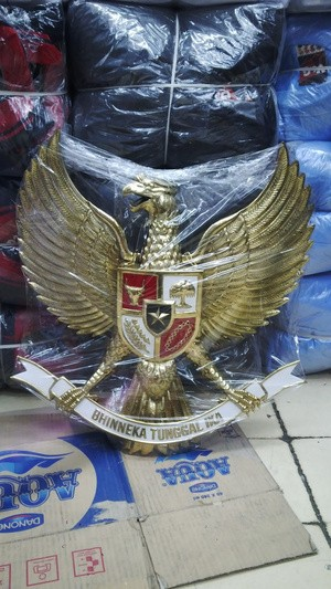 Foto Produk PATUNG BURUNG GARUDA BAHAN PLAT KUNINGAN dari Sahabat Shop Putriani