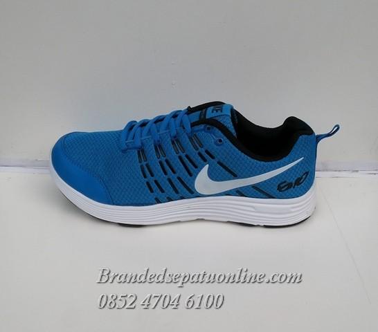 official photos c3278 266a5 Sepatu Nike Air Max Excellerate 2