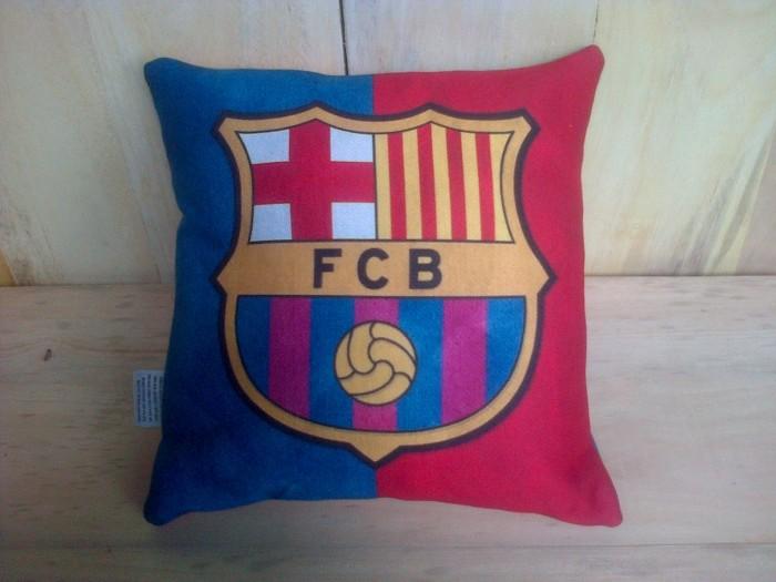 harga Sarung + bantal fc barcelona fcb club bola football 30x30cm import Tokopedia.com
