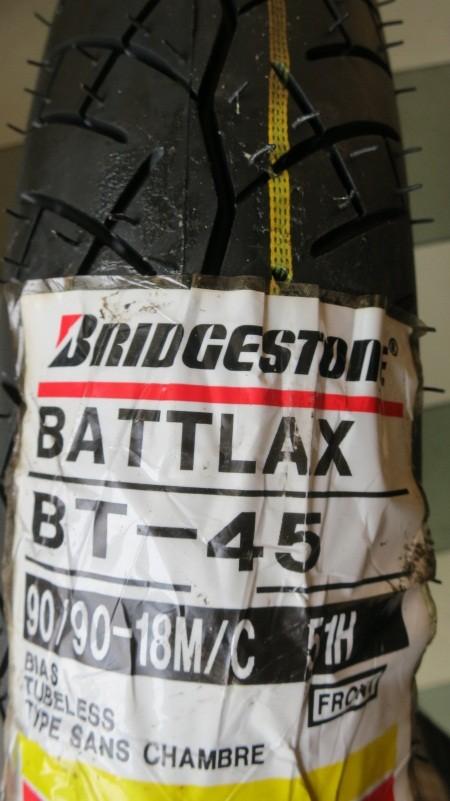 harga Ban bridgestone battlax 90/90-18 bt45 touring tubeless depan front Tokopedia.com