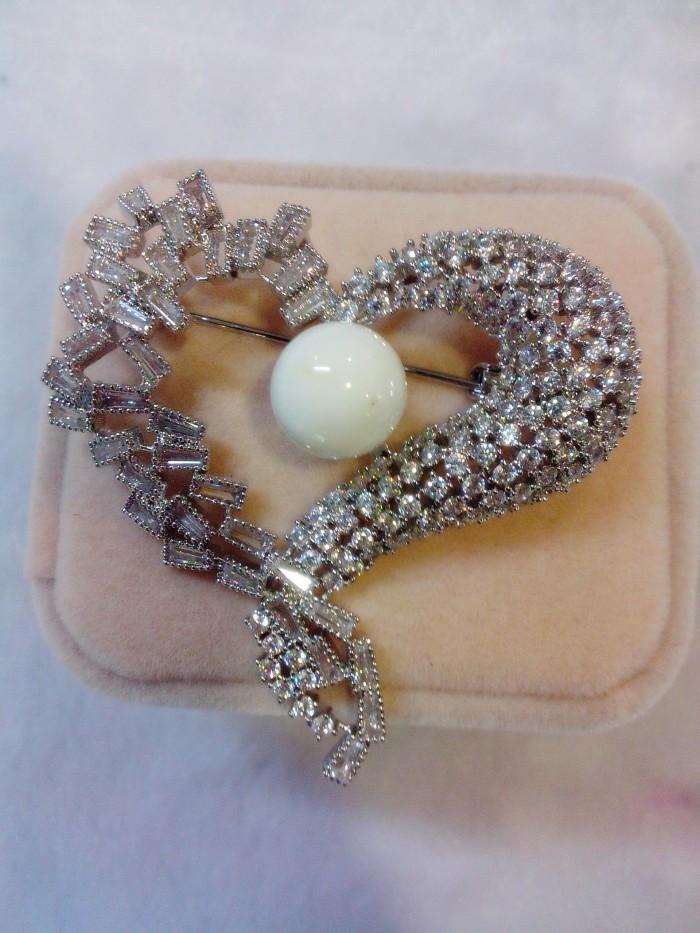 Jual Bros/Brooch Desain Hati/Heart Perak 925 Lapis Emas Putih 18k Harga Promo Terbaru