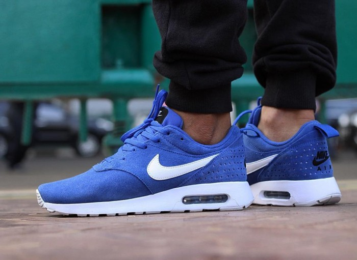 timeless design b62e5 a615b NIKE AIR MAX TAVAS