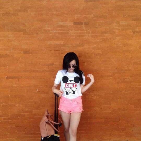 Foto Produk Tumblr Tee / T-shirt / Kaos Mickey Obey in White dari Pandolla Store