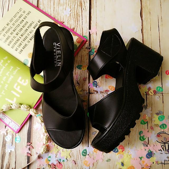 Sepatu High Heels Wanita elegant HItam 2 ban dan Putih .