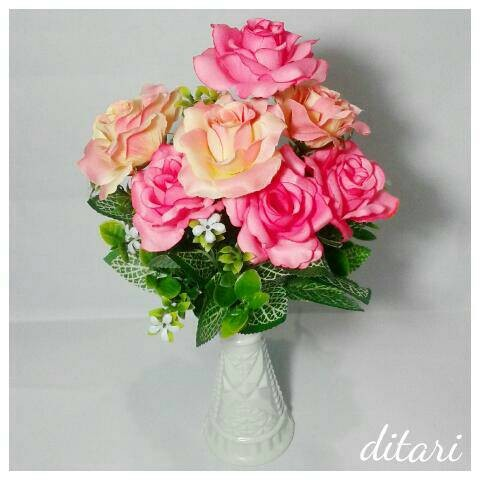 ... harga Bunga plastik mawar dan vas artificial shabby chic pot  Tokopedia.com b04ecd2de6