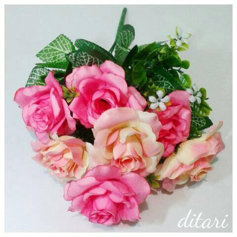 ... harga Bunga plastik mawar artificial shabby chic bunga palsu  Tokopedia.com a5e7e8fbe9