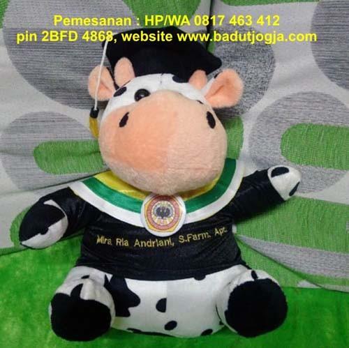 harga Boneka wisuda sapi plus pin dan bordir nama 30 cm Tokopedia.com