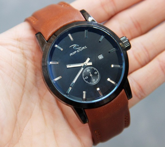 ... JAM TANGAN RIPCURL DETROIT CHRONO DETIK LEATHER WARNA COKLAT