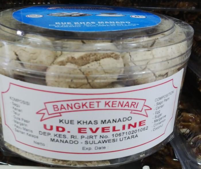 harga Oleh - oleh / jajanan / kue khas manado - evelin bangket kenari toples Tokopedia.com