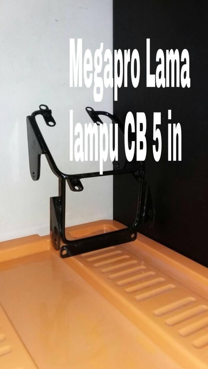 harga Breket lampu pesek honda megapro hiu lampu cb 5in Tokopedia.com