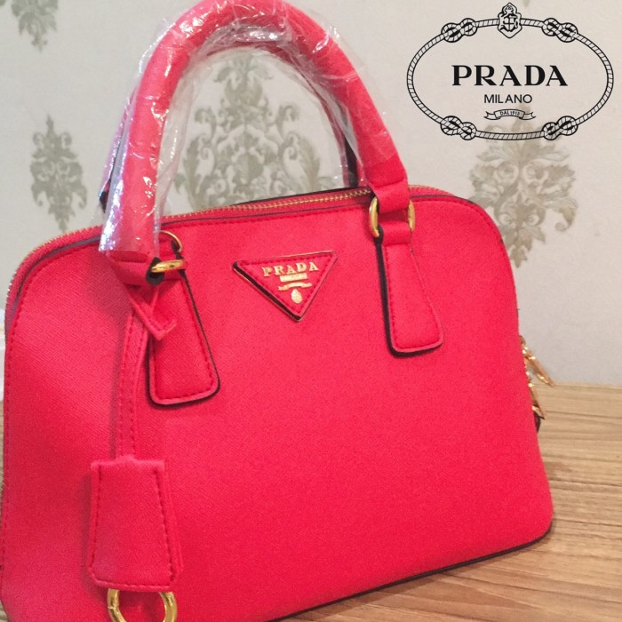 9d5c732e93ea ... sweden tas wanita prada alma red merah good quality tali panjang dust  bag f1db5 4d1ac