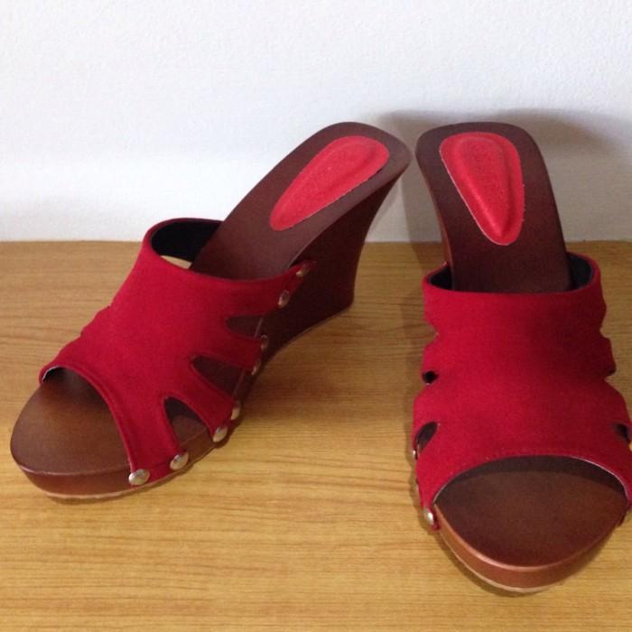 harga Sandal wedges merah Tokopedia.com