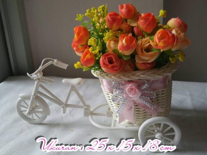harga Bunga artificial type julia orange vas sepeda rotan Tokopedia.com