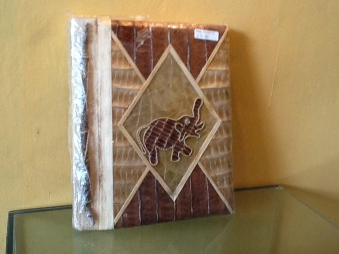 harga Album foto kayu & daun motif gajah (handmade photo album elephant) Tokopedia.com