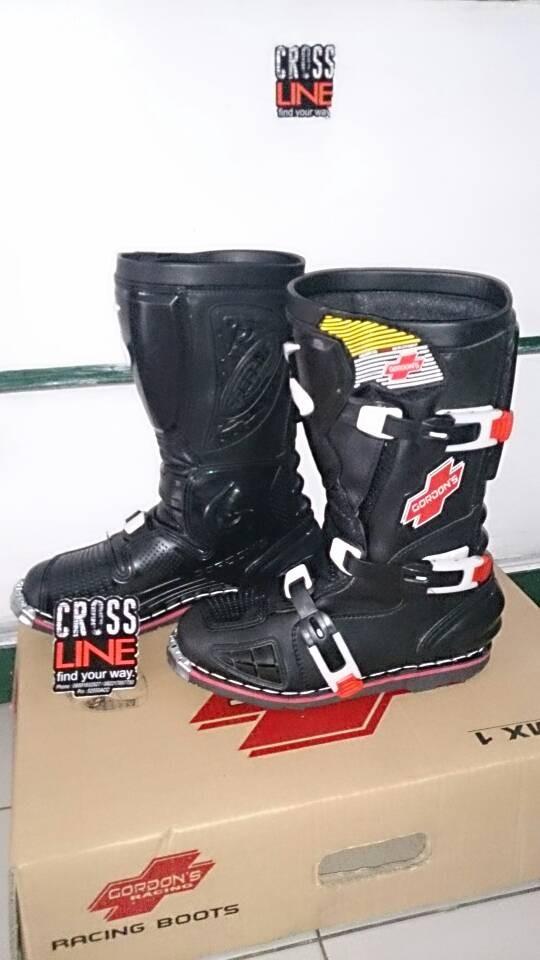 Sepatu gordon warna hitam cross adventure harga Sepatu gordon warna hitam  cross adventure Tokopedia.com 1dad4d911b