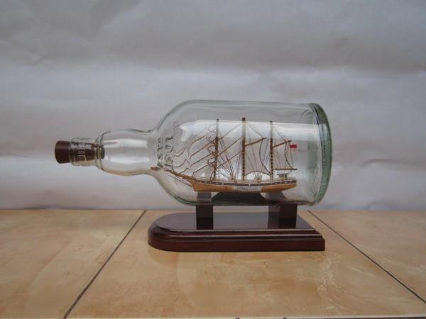 harga Miniatur Kapal Dewaruci Dalam Botol Scotland | Chivas | Souvenir Unik Tokopedia.com