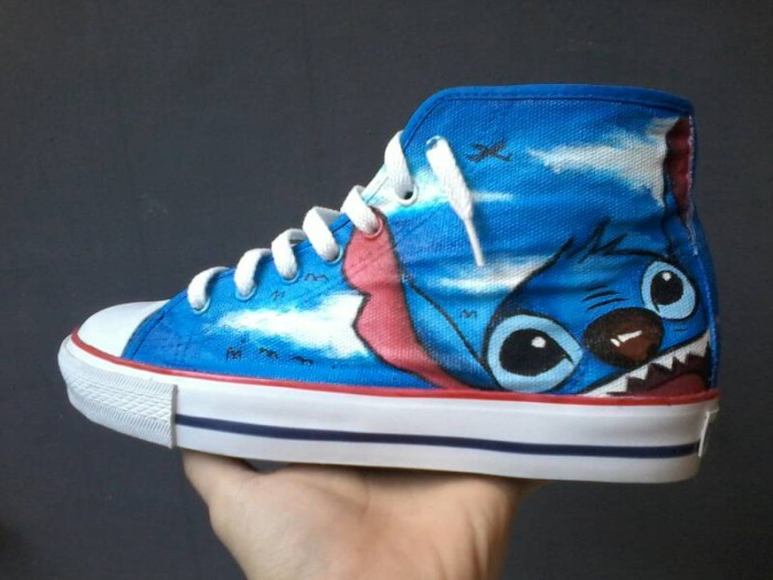 Sepatu lukis LiLo and Stitch