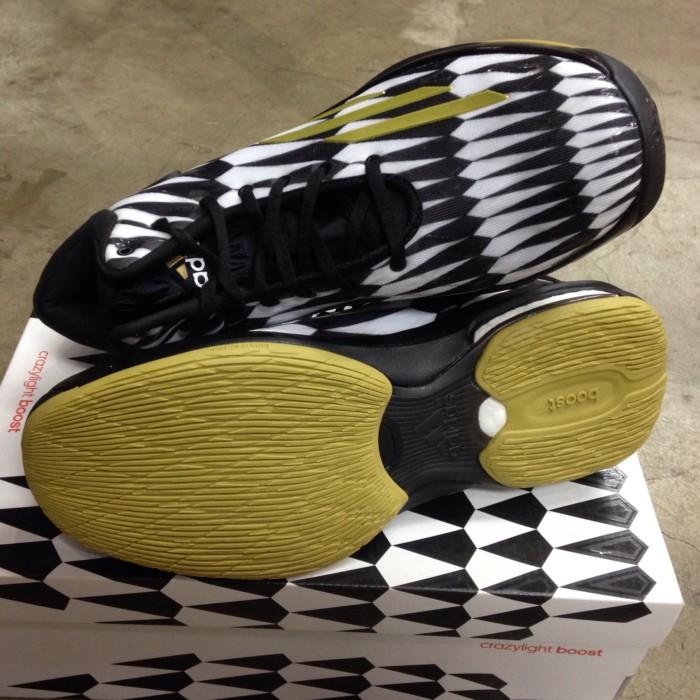 sports shoes 5a85a 339d3 Adidas Crazylight Boost Battle Pack Size 42 23. Sepatu Basket