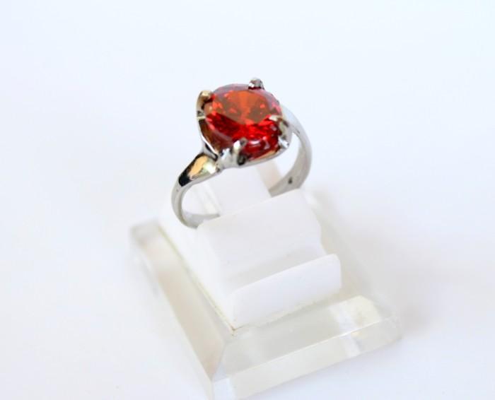 harga Cincin batu diamond emerald merah monel - cincin batu wanita Tokopedia.com