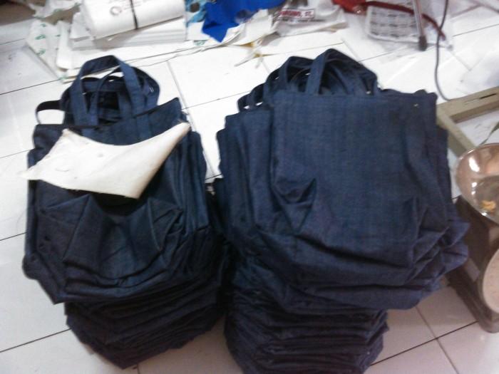 Foto Produk Denim Tote Bag [Tas Jeans Polos] - 30x36cm - Hitam dari KamehaShop.com