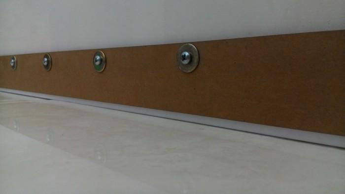 bottom door guard. penutup celah bawah pintu / door bottom seal (guard) sweep guard e
