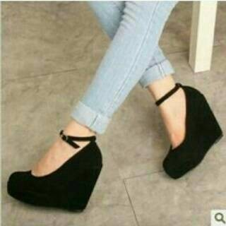harga Wedges hitam tali/wedges suede bludru/wedges 12cm Tokopedia.com