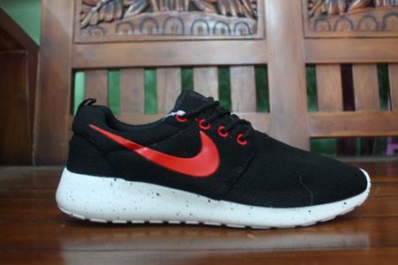 Jual Sepatu Running Nike Roshe Run 2 Men Black/Red Replika Impor - Kota Tangerang - MyShoes | Tokopedia
