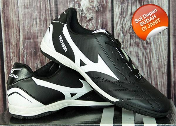 Jual jual sepatu futsal Mizuno Hitam Putih - daffa sport  71ee629a8f