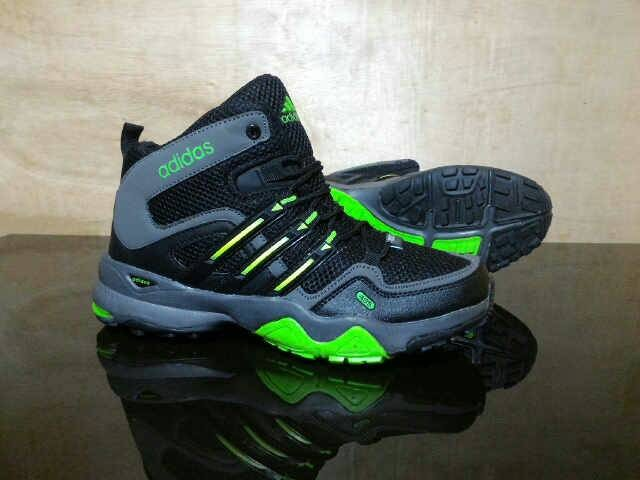 harga Sepatu impor adidas terrex high tracking #o2 (addict3d) Tokopedia.com