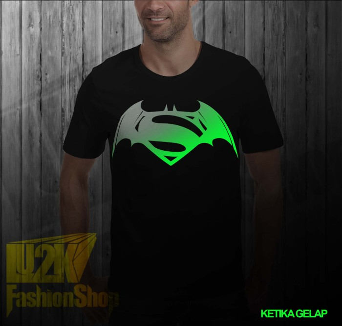 harga Kaos batman vs superman logo glow in the dark super heroes dc logo l2k Tokopedia.com