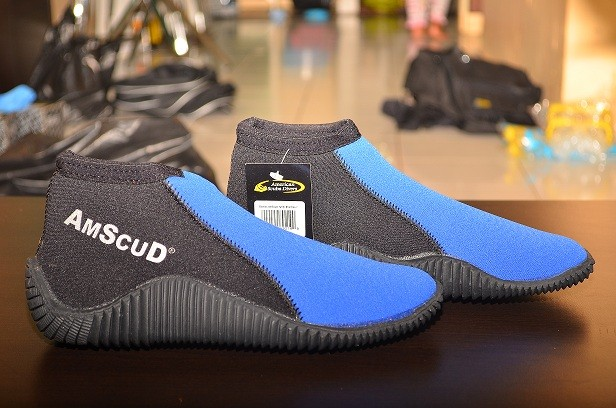 harga Alat selam sepatu karet untuk dipantai, karang, snorkling, lentur Tokopedia.com