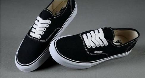 Jual Sepatu Vans Authentic Black White Original 100% - Jualan Baju ... 6e43bb5dcf