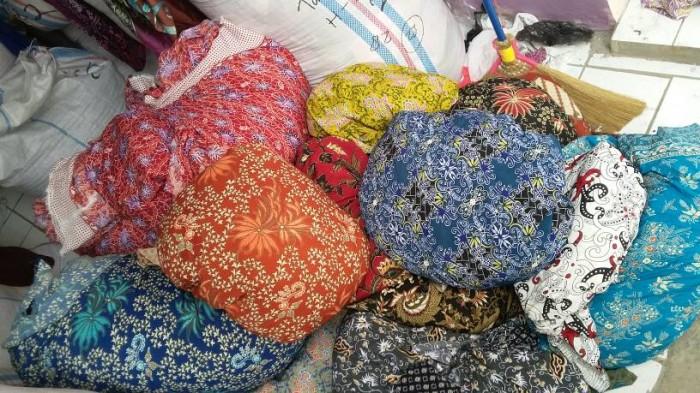 Jual kain batik kiloan  rozaq textile  Tokopedia