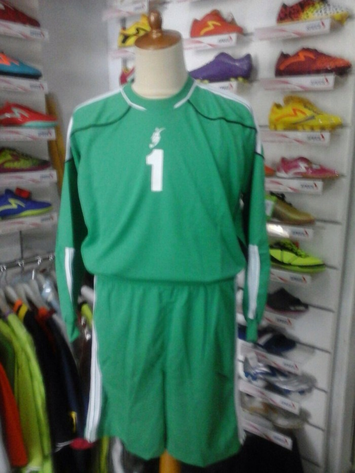 harga Stelan kostum kiper maestro baju celana keeper hijau lengan panjang Tokopedia.com