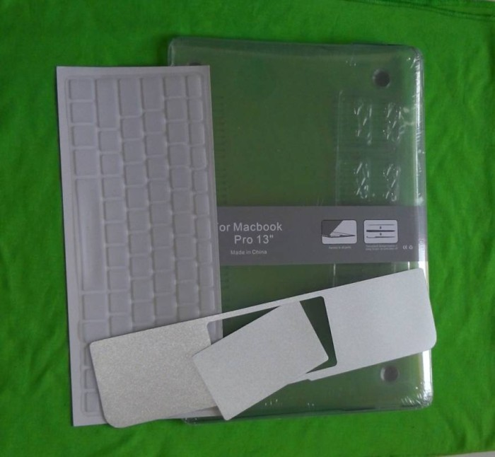 harga Aksesoris macbook pro 13  hardcase+keyboard skin transparan+palm guard Tokopedia.com