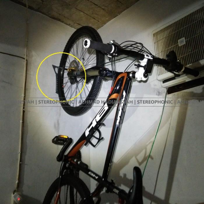 harga Wall bracket united   hanger bike hook bike   gantungan sepeda dinding Tokopedia.com