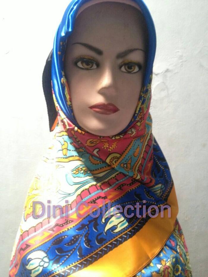 Kerudung/jilbab segi empat satin kombinasi motif bunga glitter tabur