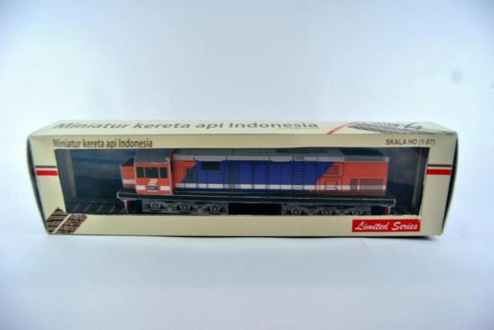 harga Miniatur kereta api - lokomotif cc201 kai merah biru (papercraft) Tokopedia.com