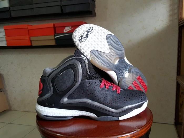 harga Sepatu basket adidas rose 5 black Tokopedia.com