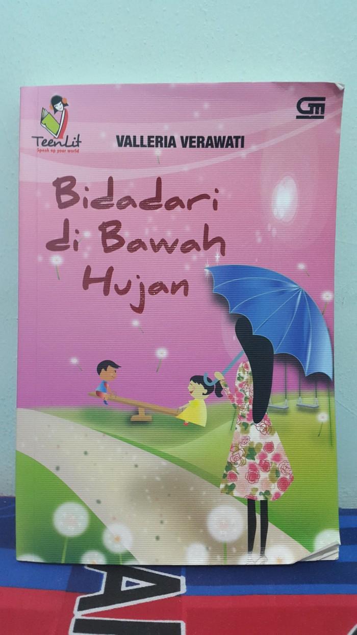 Jual Novel Bidadari Di Bawah Hujan Valleria Verawati Kota Surabaya Azure Book