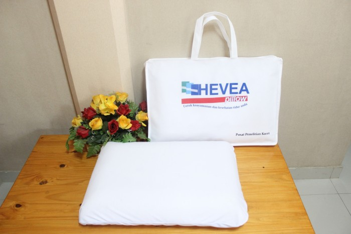 "Foto Produk Bantal Latex / Bantal karet / Bantal Lateks ""Hevea Pillow"" cover Putih dari PUSLITKA SHOP"