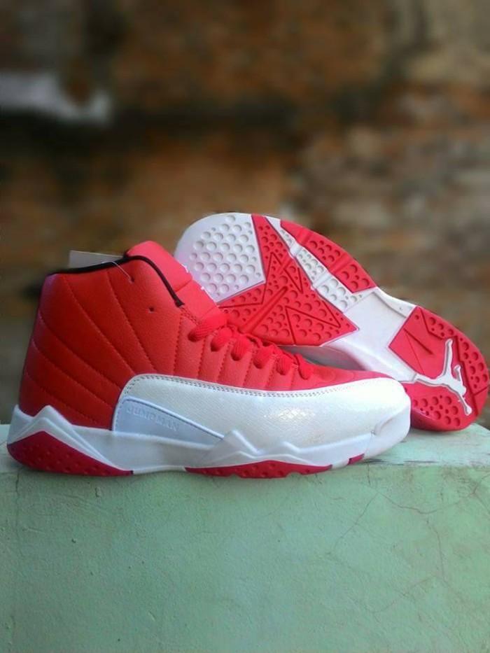 sepatu basket jordan adidas