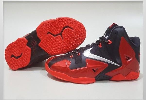 super popular 8c605 1bf51 Sepatu Basket Nike Lebron 11 Bred Replika