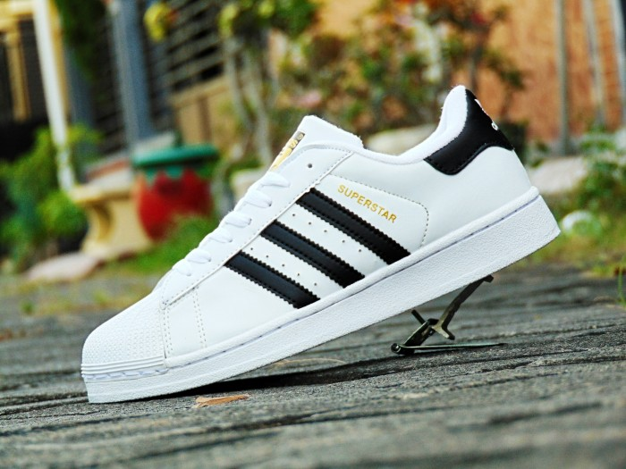 Jual Sepatu Adidas SUPERSTAR SUPERCOLOR Putih List Hitam Kets Cowok ... 0c2b9f3b88