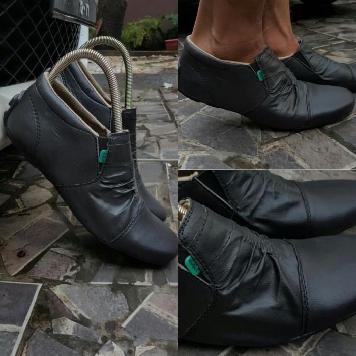 harga Sepatu pria casual slip on kerja formal kickers Tokopedia.com