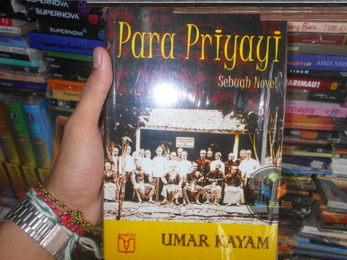 harga Buku novel para priyayi  by : umar karam Tokopedia.com