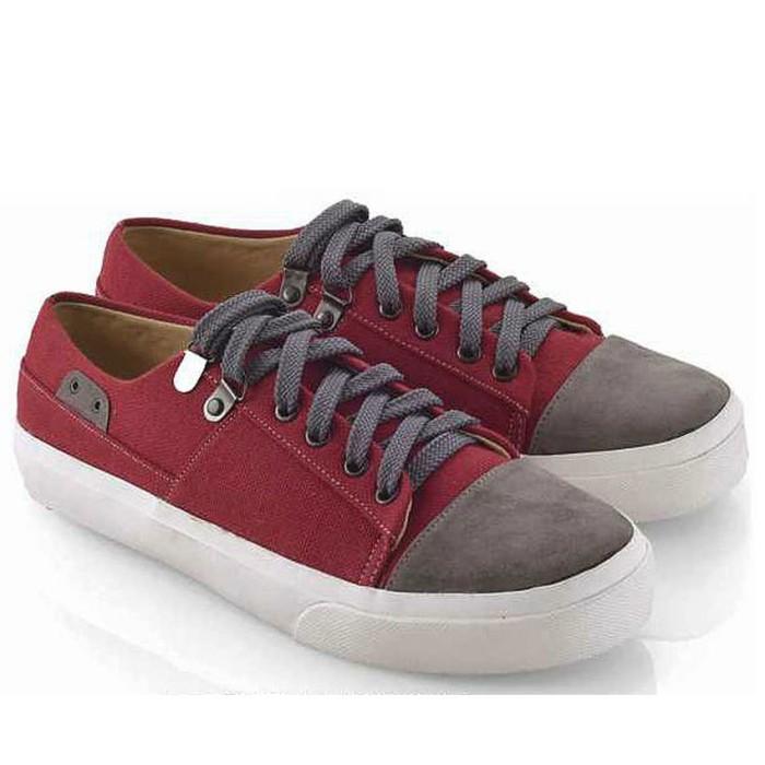 Everflow TE892 Sepatu Sneaker Wanita (Maroon)
