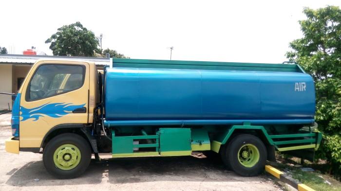 Hasil gambar untuk truk tangki air 8000 liter