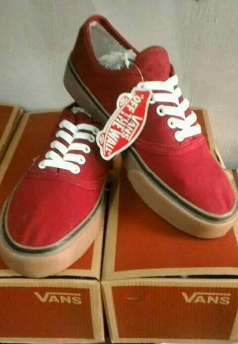 Jual sepatu Vans merah maroon sol karet coklat  f79fa6a641
